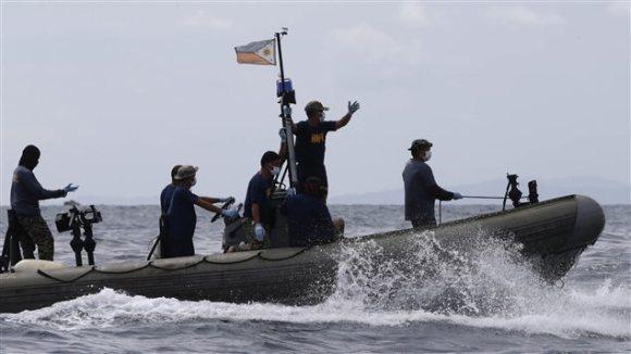 Les recherches ont repris dimanche matin pour retrouver les naufragés du MV Thomas Aquinas.  Photo :  AP/Bullit Marquez