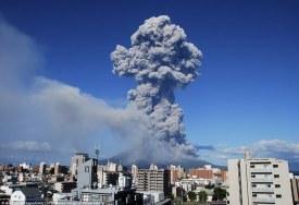 Éruption spectaculaire d'un volcan au Japon