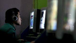 Il y a plus de 591 millions d'internautes en Chine.