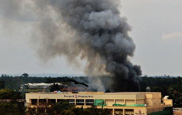 Une série d'explosions a secoué le centre commercial.