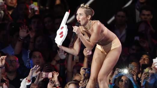 Miley Cyrus surpend tout le monde en se déguisant en Lil'kim
