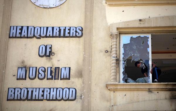 Un tribunal égyptien a interdit les activités des Frères musulmans  et confisqué tous les biens de l'organisation
