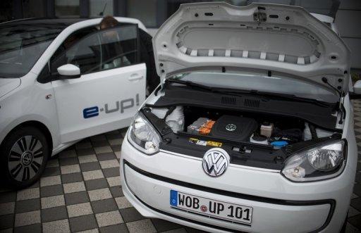 VW E-Up! La voiture électrique du constructeur automobile allemand Volkswagen, sur l'écran lors d'une conférence de presse le 4 Septembre 2013.