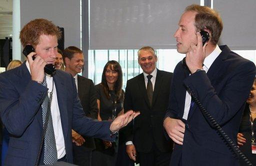 Prince William (à droite) et son frère le prince Harry lors d'un événement de charité à BGC Partners à Londres.