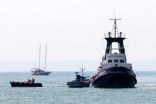 Gardes-côtes sauver un bateau de migrants le 19 Août, 2013 près de Catane en Italie.