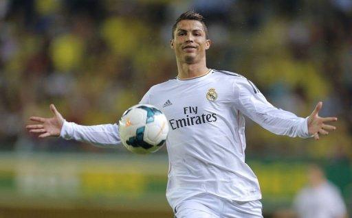 Real Madrid Cristiano Ronaldo joue vers l'avant lors d'un match de football de la ligue espagnole de Villareal le 14 Septembre 2013