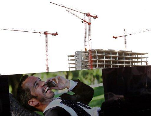 Idle grues de construction à Dublin le 16 Novembre 2010.