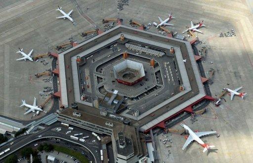 Une vue aérienne à l'aéroport de Tegel, à Berlin, en Allemagne, le 1er Août 2013.