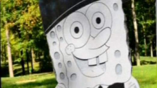 La pierre tombale en forme d'une éponge souriant dans un uniforme de l'armée
