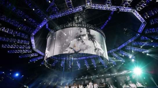 Michael Jackson, décédé Juin 2009 d'une overdose, âgée de 50 ans. Les bénéfices de l'exercice après sa mort sont estimés: 160 millions de dollars (98 M €)