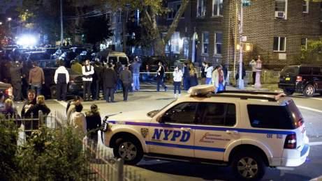 Les victimes ont été attaquées dans une résidence de la 57e rue près de Ninth Avenue