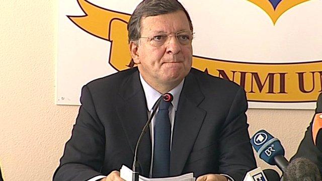"""Jose Manuel Barroso a été """"profondément choqué"""" par la vue de tant de cercueils"""