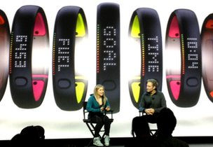 Le Fuelband SE ressemble à l'ancien modèle, mais dispose désormais d'un dessous de couleur