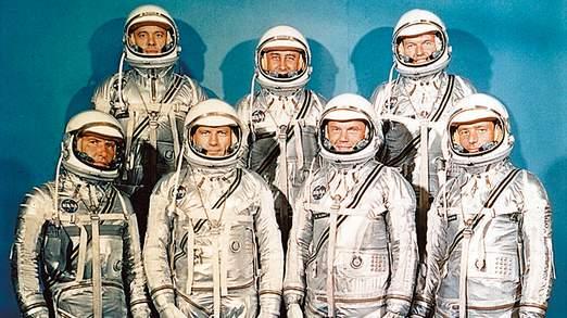 M. Carpenter, en bas à droite, avec les autres astronautes du programme Mercury Project