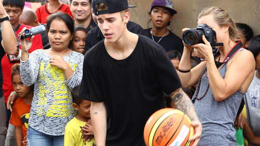 Bieber est l'une des nombreuses célébrités à avoir visité les Philippines récemment