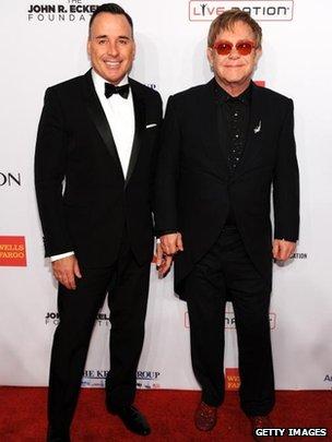 David Furnish et Elton John ont assisté à une prestation pour la Foundation Elton John Aids en Octobre