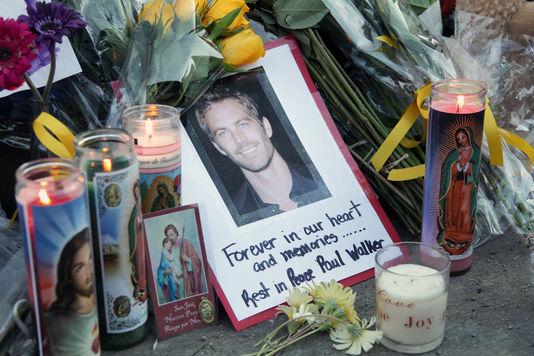 Hommage à Paul Walker à l'endroit où il a trouvé la mort à Los Angeles