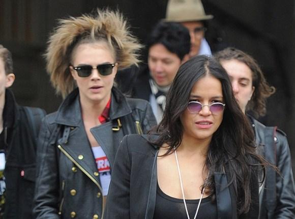 Cara-Delevingne-inseparable-de-Michelle-Rodriguez-elle-songerait-deja-a-vivre-avec-elle-!_portrait_w674