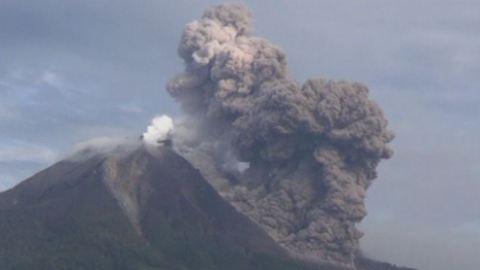 Indonésie éruption d'un volcan