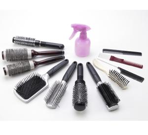 Les brosses à cheveux renferment des poussières, des cellules mortes et des produits chimiques