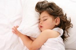 A partir de 4 à 5 ans le sommeil de l'enfant commence à ressembler à celui de l'adulte