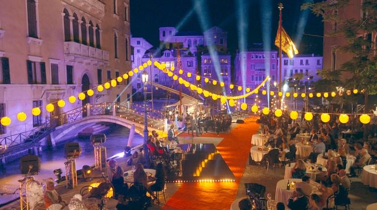 Regarder la première émission de Soir de fête sur France 2 : Replay vidéo de Stéphane Bern à Venise