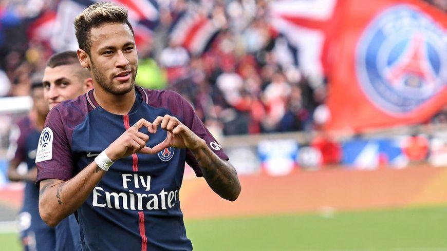 Suivez en direct toute l'actualité de la Ligue 1 avec une couverture au quotidien du PSG, de l'OM, de l'OL, de Monaco, Bordeaux, Nantes et de tous les clubs du championnat de France.