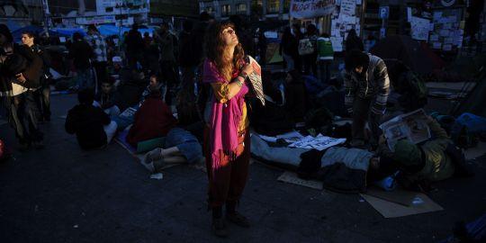 La révolution commence en Espagne à la place madrilène, Puerta del Sol