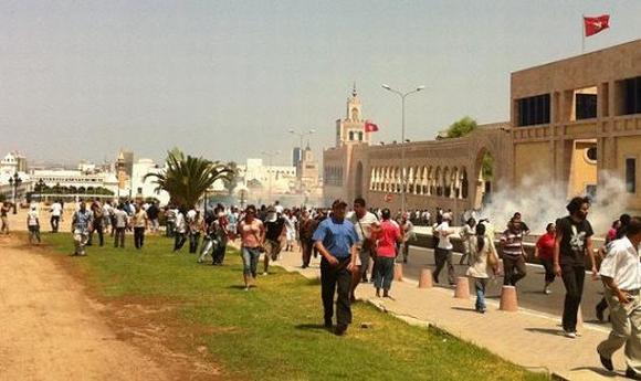 La violence pour la dispersion des manifestants de la Kasbah