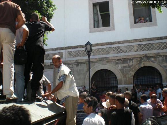 La Police manifeste à la Kasbah et appelle à la chute du gouvernement