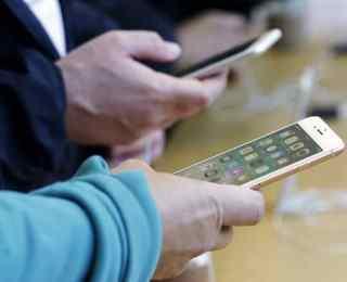 Pahalı cep telefonunda ÖTV yüzde 50'ye çıkartıldı