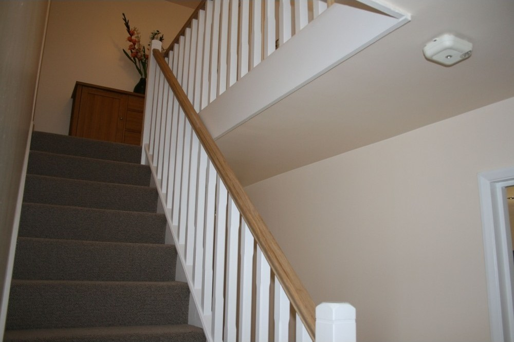 41Mm Groove Rails Stair Rails 4 2M Length American White Oak   Oak Handrail White Spindles   Stair Square Spindle   Staircase   Switchback Stair   Goes Golden Oak Staircase   Replacement