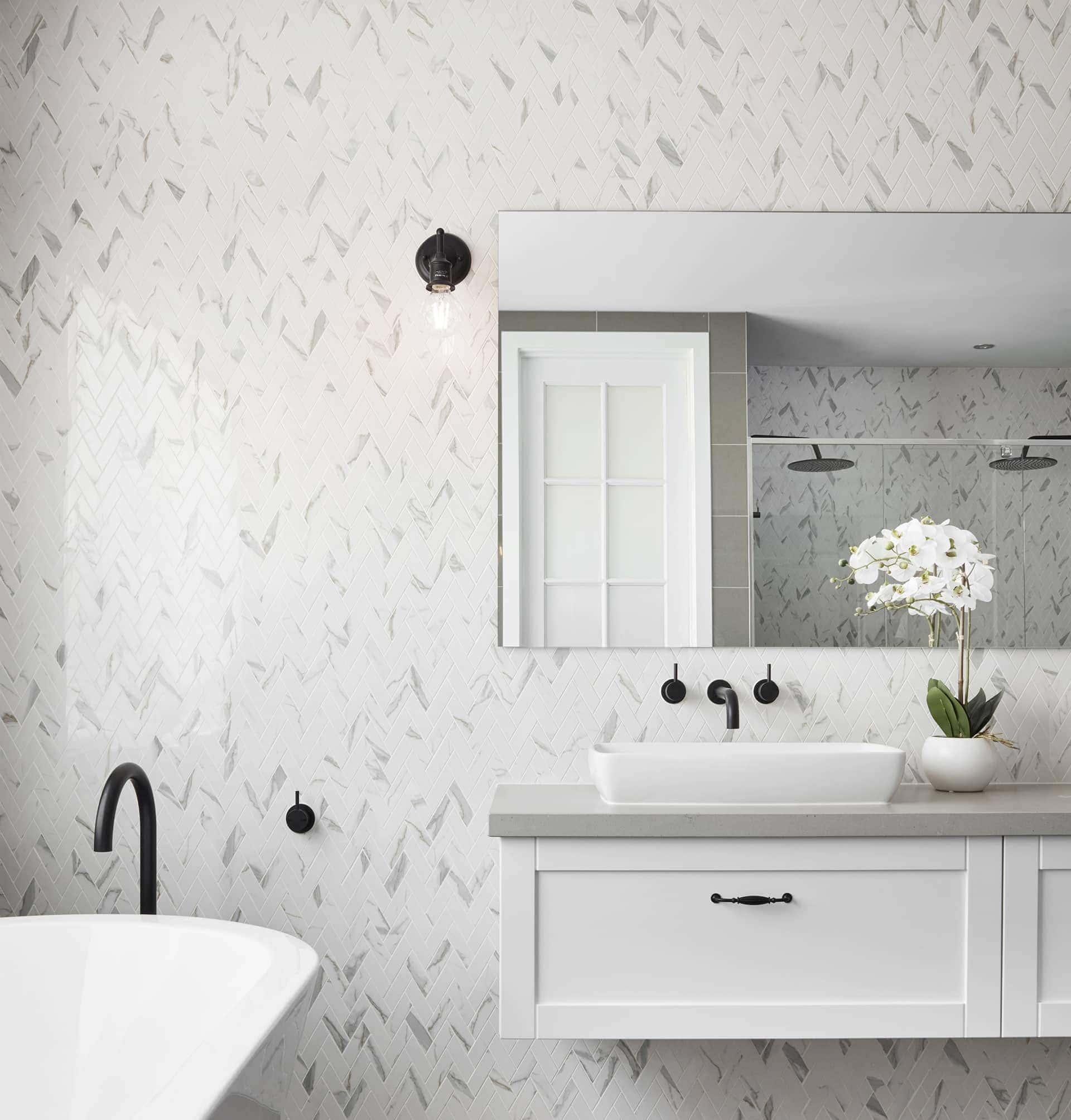 hamptons style bathroom