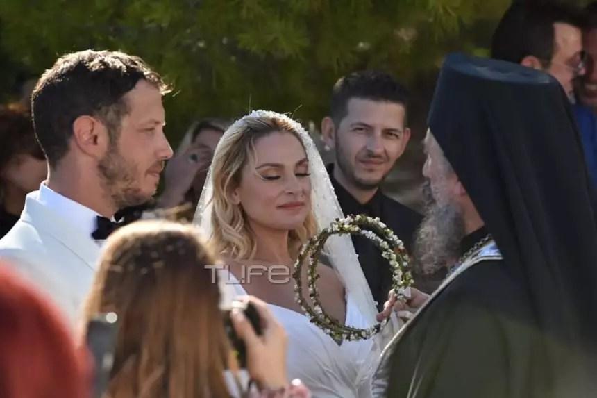 Σήμερα γάμος έγινε: Ελεωνόρα Ζουγανέλη – Σπύρος Δημητρίου – Παραδοσιακός γάμος με καΐκι και συνοδεία μουσικών