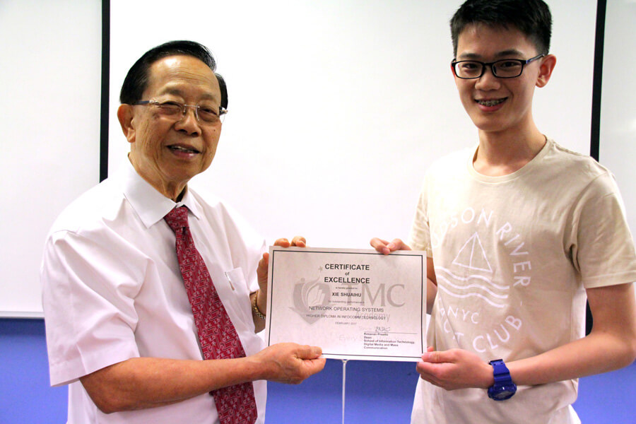 Xie Shuai Hu, Recipient of Outstanding Performance in Network Operating Systems Award | TMC Academy Higher Diploma in Infocomm Technology