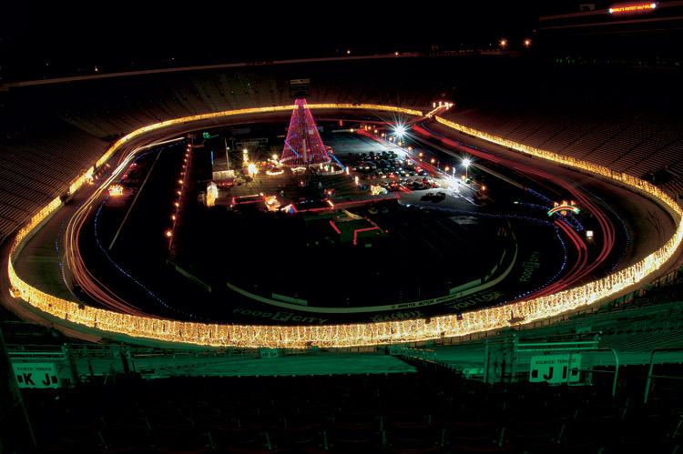 Charlotte speedway christmas lights for Lowes motor speedway christmas lights