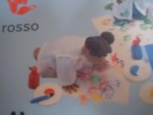 una figura di Fimo che sembra uscire dalla pagina