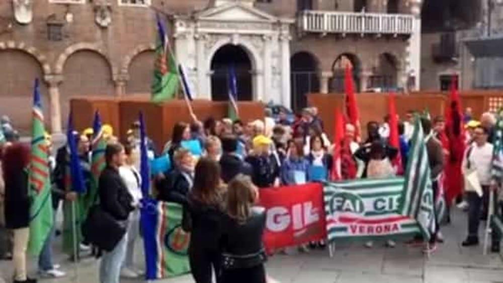 Risultati immagini per melegatti lavoratori in protesta