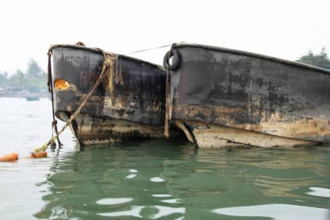 The Nigerian Navy has handed over 19 suspects and two fibre boats laden with petroleum products to the Economic and Financial Crimes Commission (EFCC) for further investigation and prosecution.-1