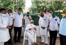 Azraunda and Daulatabad farmers meet former chief minister for compensation of land