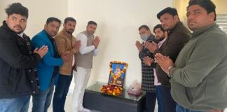 Wreathed and wreathed the portrait of Netaji Subhash Chandra Bose at the BJP district office and celebrated his birth anniversary
