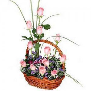 Arrangement Of 12 Pink Roses-1