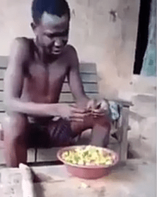 Thief forced to eat raw pepper as punishment(video)