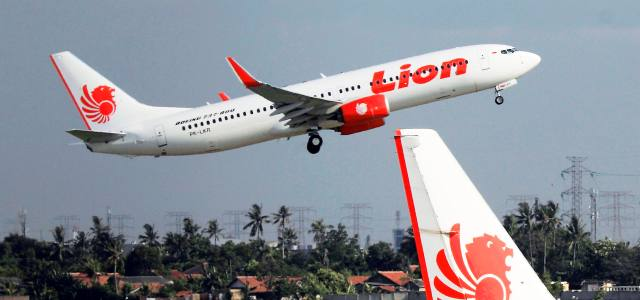 Indonesian plane with 189 aboard crashes into sea