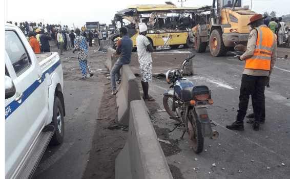 Massive accident at Aseese causes traffic gridlock on Lagos-Ibadan expressway(photos)