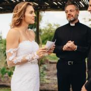Bride reads out fiance's cheating texts instead of vows at wedding