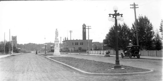 Cenotaph and boulevard looking east 1922, Red Deer Archives