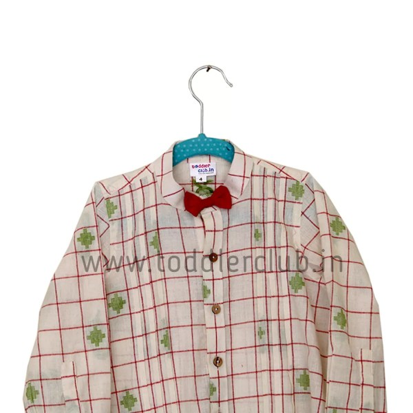 red bow green shirt