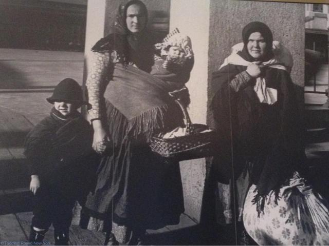 Humbling photos of immigrants at Ellis Island, their belongings in cloth bundles