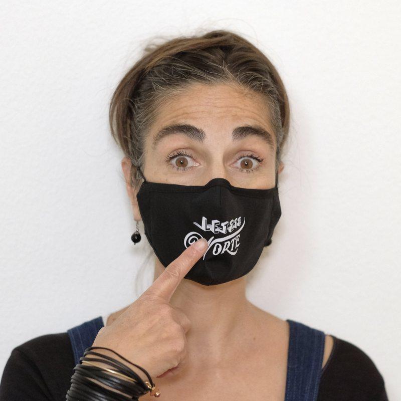 Community-Maske «Letzte Worte». Alexandra trägt ein S.
